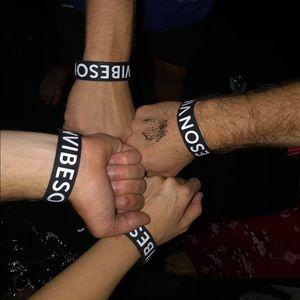NEW Vibes on Vibes black white Silicon Wristband